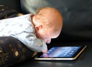 Baby with Ipad, credit: umpcportal.com